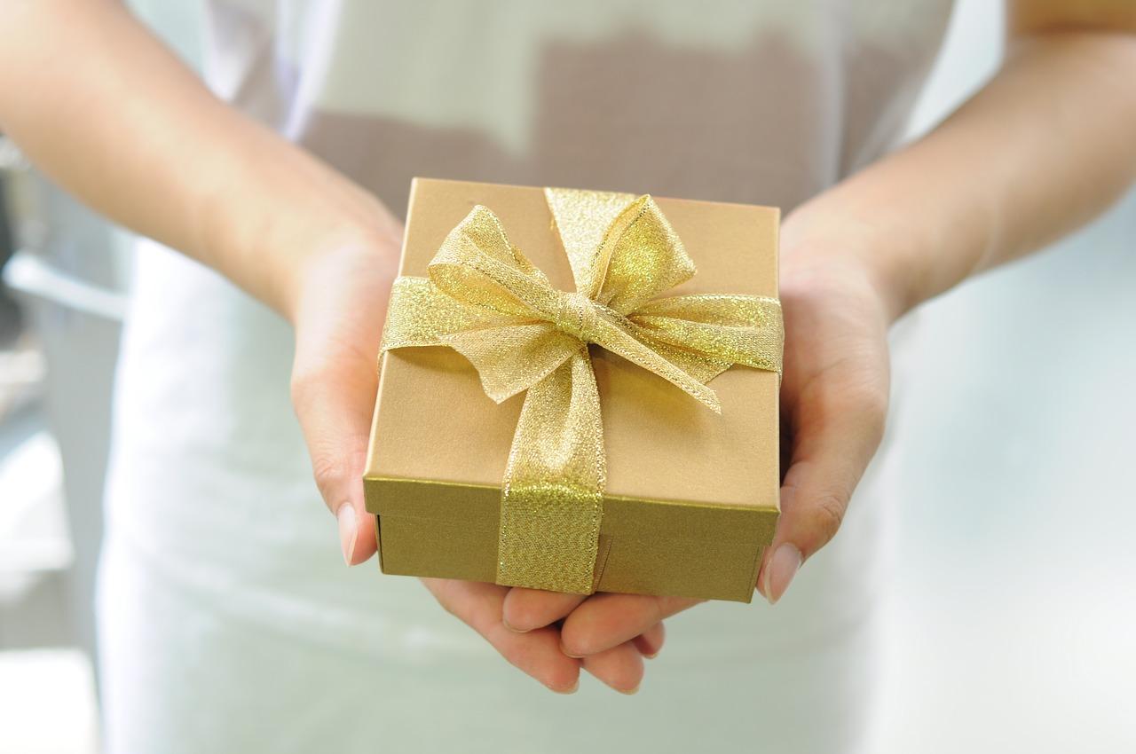 מתנה בצבע זהב