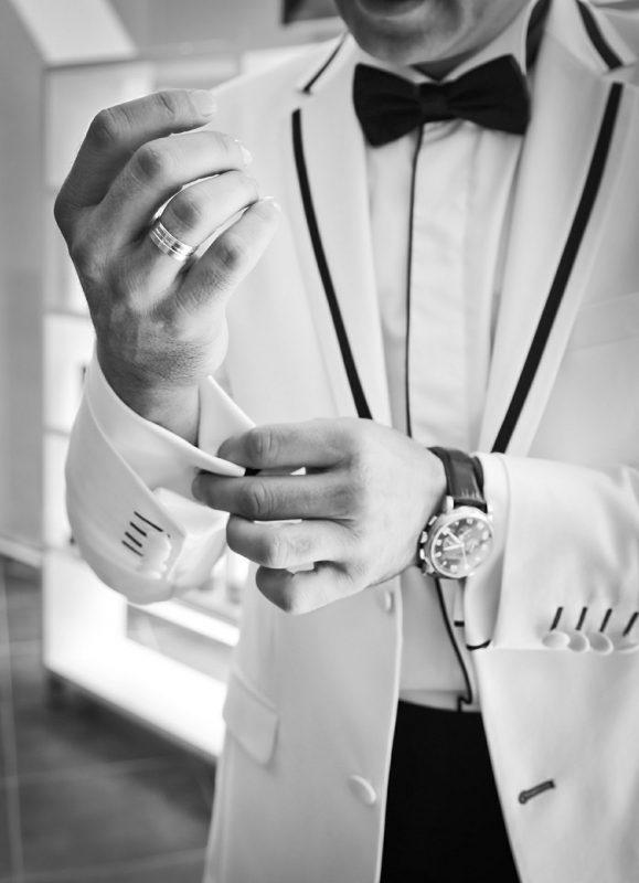 חליפה בצבע לבן