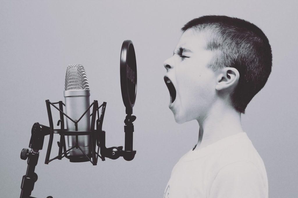 a kid sings